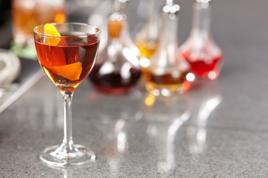 how to make a manhattan cocktail on the rocks