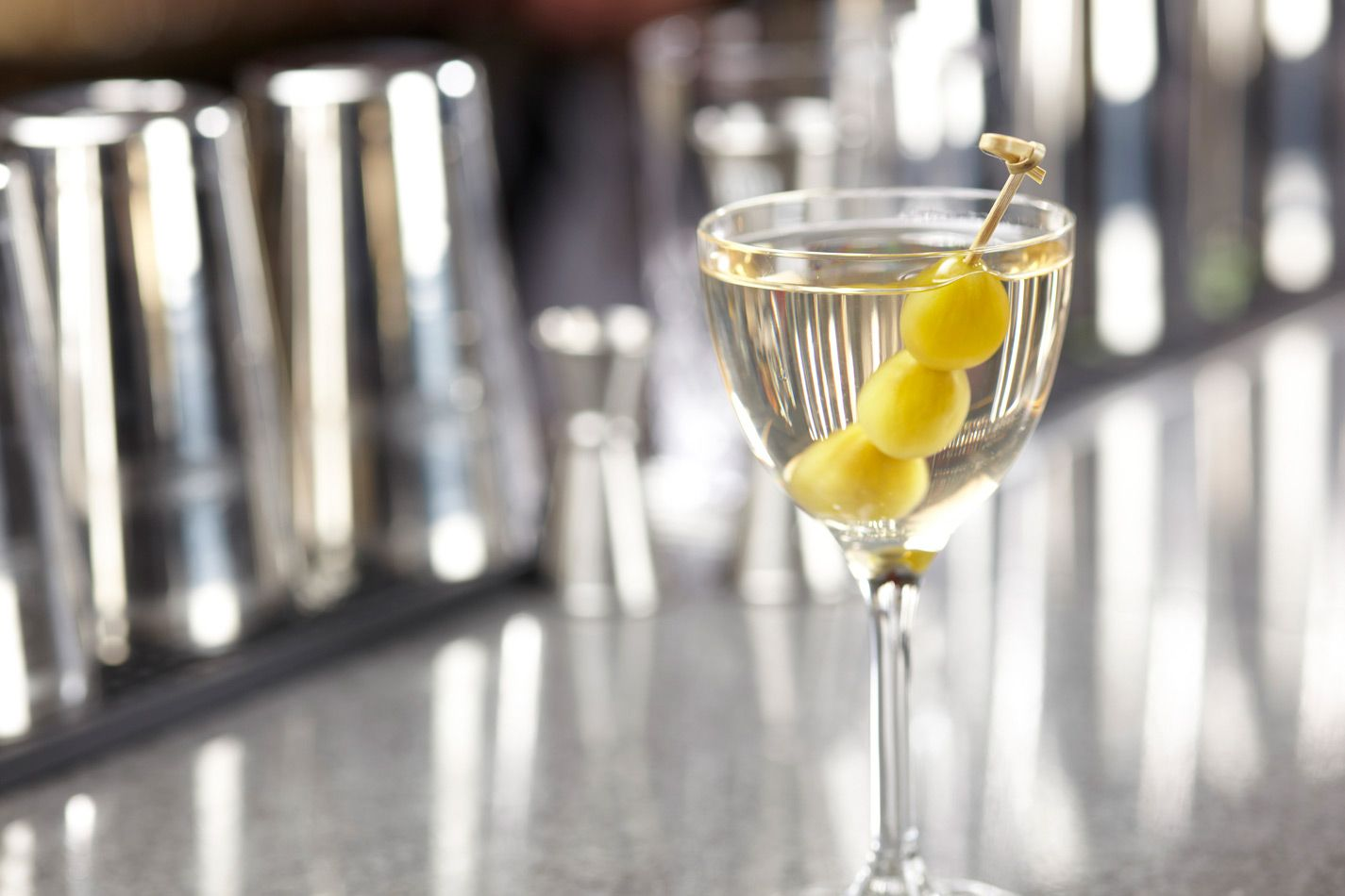 Dirty Martini Cocktail Recipe | How to make a Dirty Martini