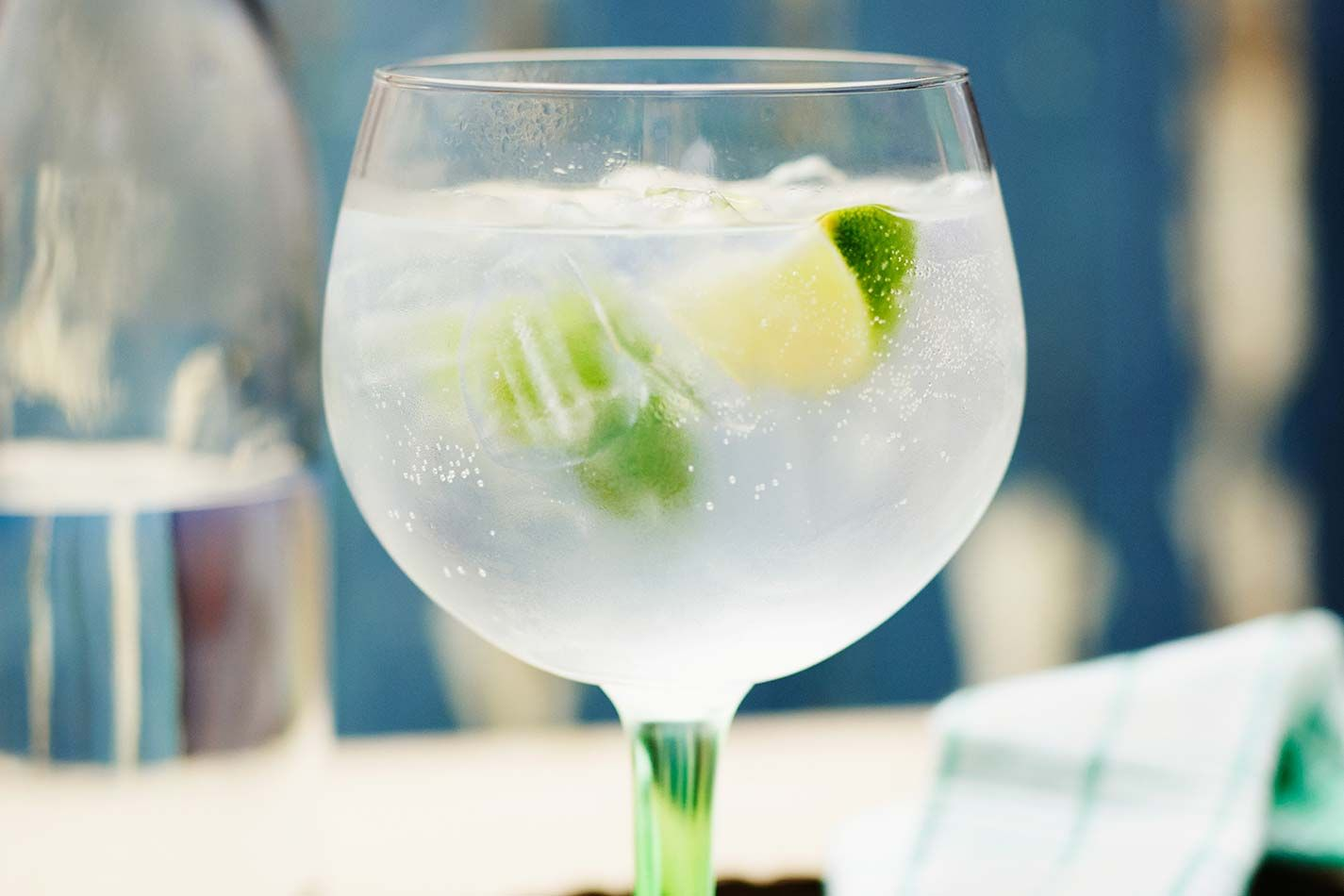 Gordon 39 s gin and tonic cocktail gin cocktail recipes for Best mixers for gin