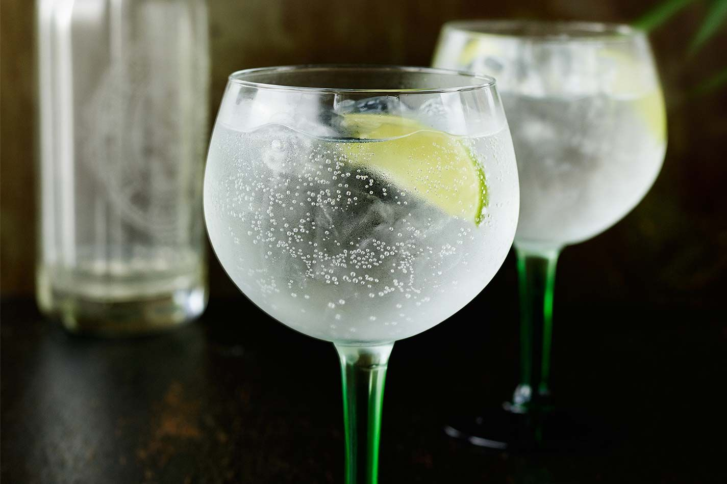 Tanqueray gin and tonic mixed drinks the bar for Mixed drinks using gin