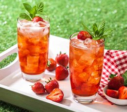The Perfect Pimm's Strawberry