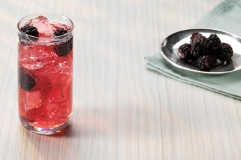 Pimm's Blackberry & Elderflower Sundowner